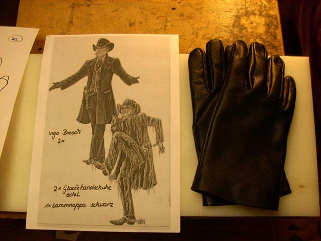 Finger Handschuh für das Musical Schuh des Manitu